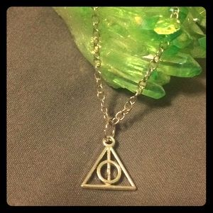 Jewelry - 🆕 HARRY POTTER deathly hallows Charm necklace